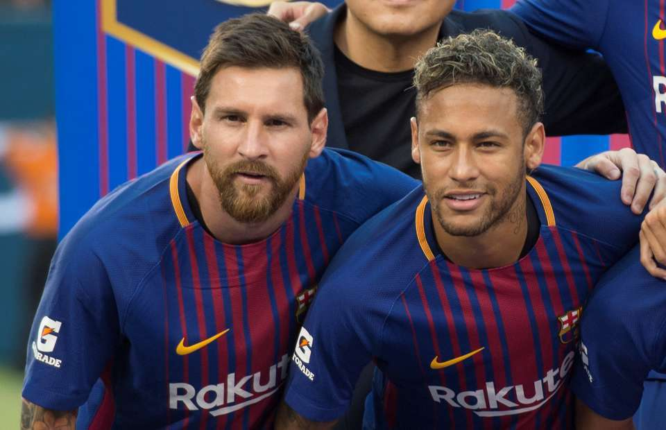 MU sáng kèo Premier League, Messi can Neymar về Real