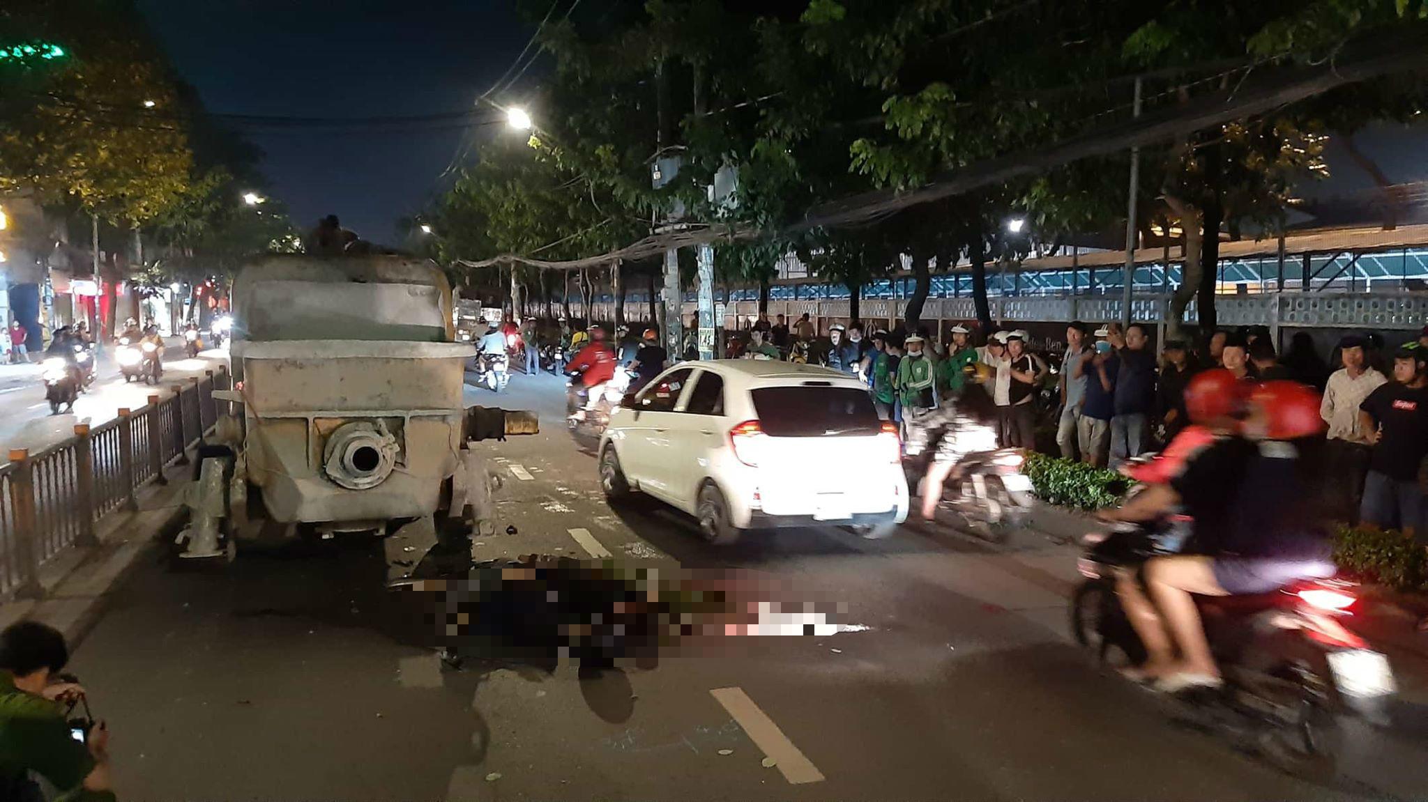 2 thanh niên tông trục bơm bê tông đỗ giữa đường Sài Gòn chết tại chỗ