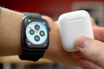 AirPods và Apple Watch đang mang về 'núi tiền' cho Apple