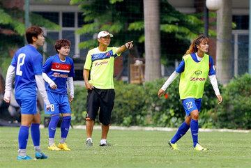 Vietnam women head to Thailand in search of glory