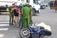 Con gào khóc bên thi thể cha bị xe ben cán chết ở Đà Nẵng