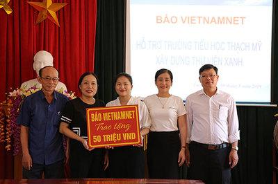 VietNamNet trao 50 triệu hỗ trợ trường học Hà Tĩnh xây dựng thư viện xanh