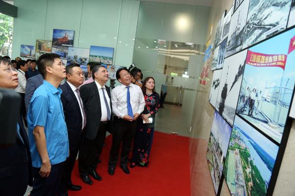 Triển lãm ảnh '60 năm ngành Dầu khí Việt Nam thực hiện ý nguyện của Bác Hồ'
