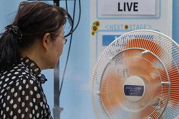 Giữa nắng nóng khiến hàng chục người chết, Nhật lại đón bão lớn