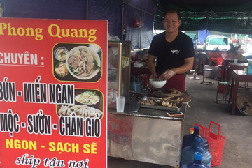 Chủ quán bún Hà Nội trả lại khách 100 triệu trong túi xách bỏ quên