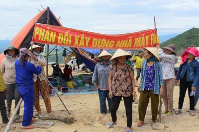 Lo nhà máy xả khói độc ở Quảng Nam, dân dựng lều phản đối xây lò đốt rác