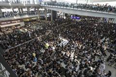 Người Việt tới Hong Kong cân nhắc hạn chế đến nơi tụ tập đông người