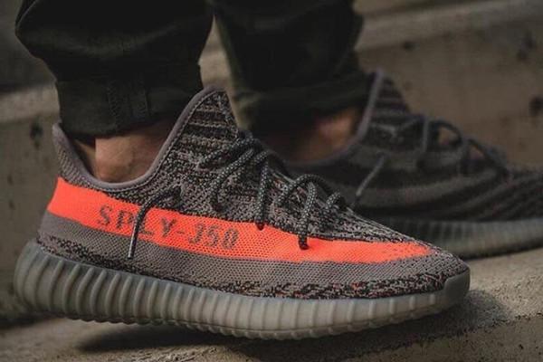 Mặc cả giảm 14 triệu khi mua 3 đôi Adidas nhái ở Trung Quốc