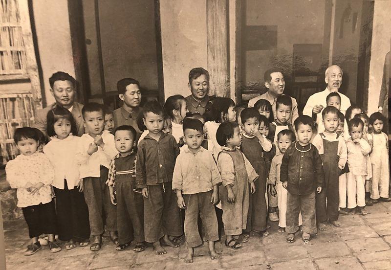 Bài 3: Nhớ ngày người Hà Nội tặng dừa, chuối cho ông Kim Nhật Thành