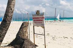 Khách Trung Quốc chôn bỉm trên cát, Philippines đóng cửa bãi biển