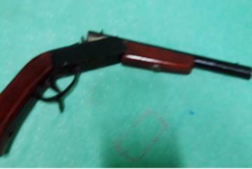 Thanh niên Cần Thơ cầm súng dọa bắn 4 người trong ban chỉ huy quân sự xã