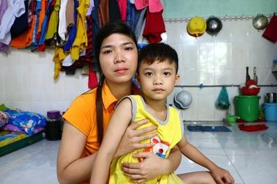 Bé trai 7 tuổi bị cơ sở bán trú bỏ quên gần một ngày tại trường