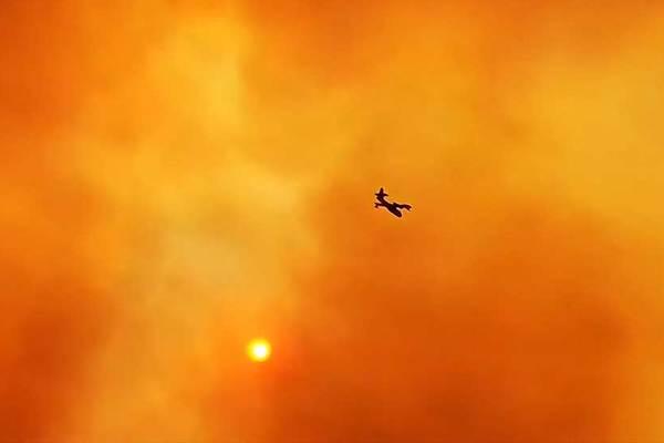 Xem máy bay lao vào 'hỏa ngục'