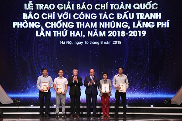 tham nhũng,báo chí,Thủ tướng,Nguyễn Xuân Phúc