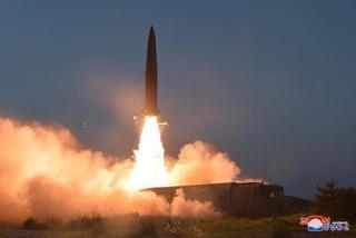 Triều Tiên lại phóng vật thể chưa xác định ra biển