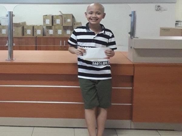 Trao hơn 16 triệu đồng đến bé Nguyễn Vũ Duy bị u não ác tính