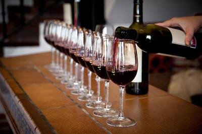 Máy ATM rót rượu vang chuẩn tỷ lệ cho người sành đồ uống