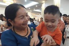 """Gặp lại cô giáo sinh con ở tuổi 60: """"Tôi là mẹ già nhưng con tôi vẫn đạt chuẩn"""""""