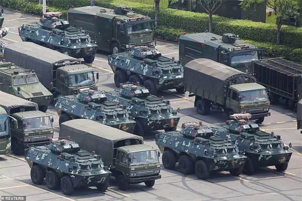 Quân đội Trung Quốc cảnh báo sẽ ập tới Hong Kong trong vài phút