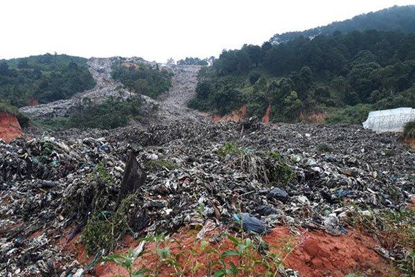 Collapse of trash mountain buries vast farming area in Da Lat
