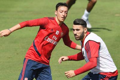 Ozil và Kolasinac tái xuất Arsenal sau vụ cướp