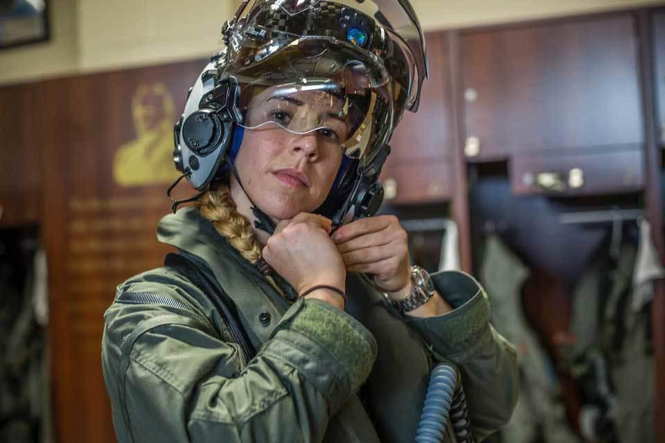 Chân dung nữ phi công đầu tiên tốt nghiệp khóa huấn luyện lái F-35