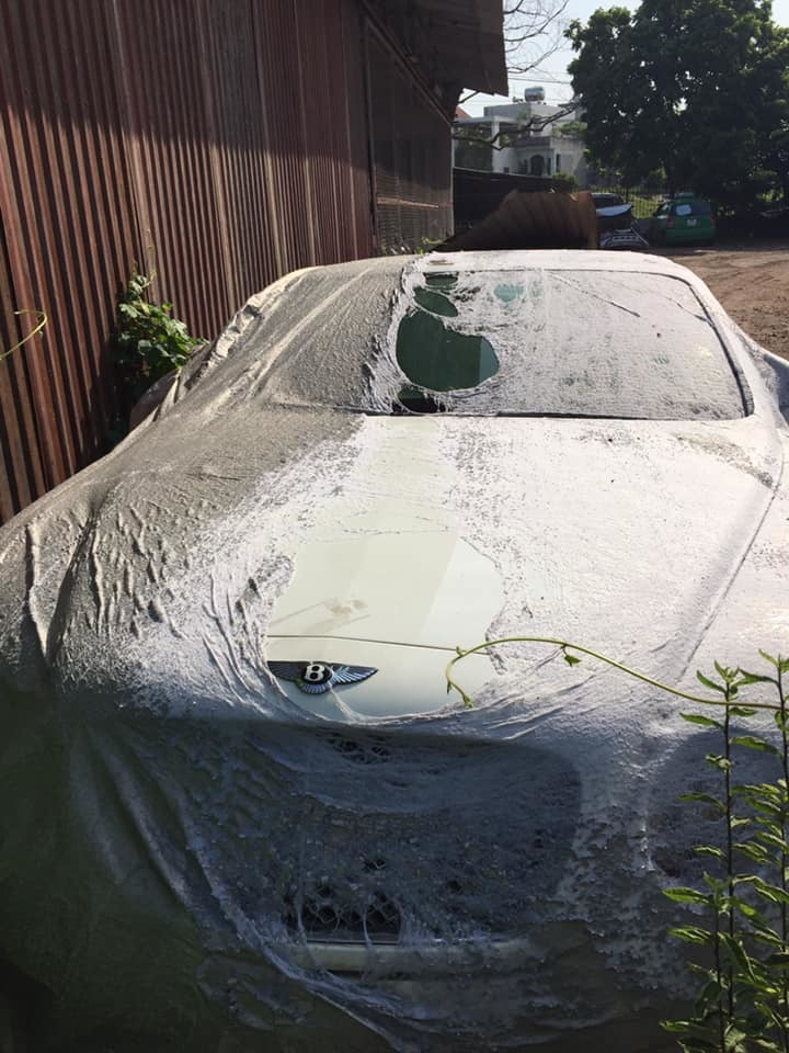 xe Bentley,xe Bentley bị bỏ xó,xe sang,xe sang chủ,siêu xe