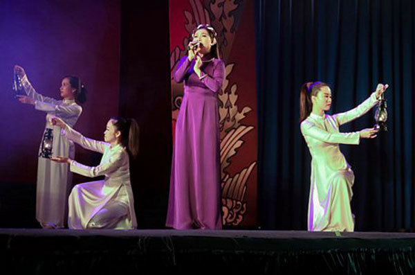 Can Tho theatre targets young audiences to popularise traditional arts