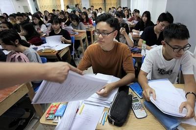 Hà Nội cấm giáo viên đưa học sinh ra học thêm ở trung tâm do mình dạy