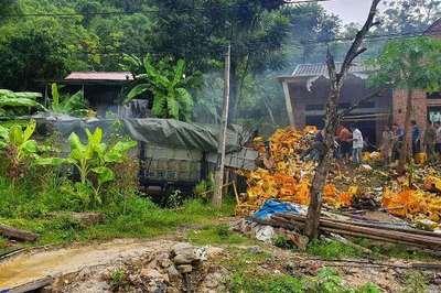 Xe chở bia lao vào nhà ở Thanh Hóa, tài xế và phụ xe tử vong