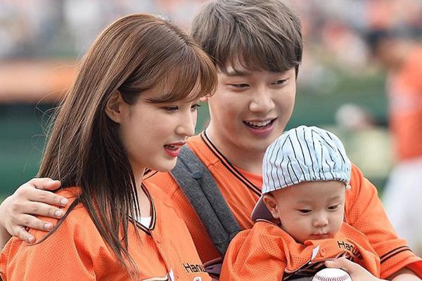 Vợ chồng Choi Minhwan đón đứa con thứ 2 sau một năm kết hôn