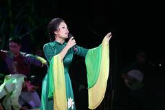 Tân Nhàn khiến khán giả nghẹn ngào khi hát mừng Vu lan báo hiếu