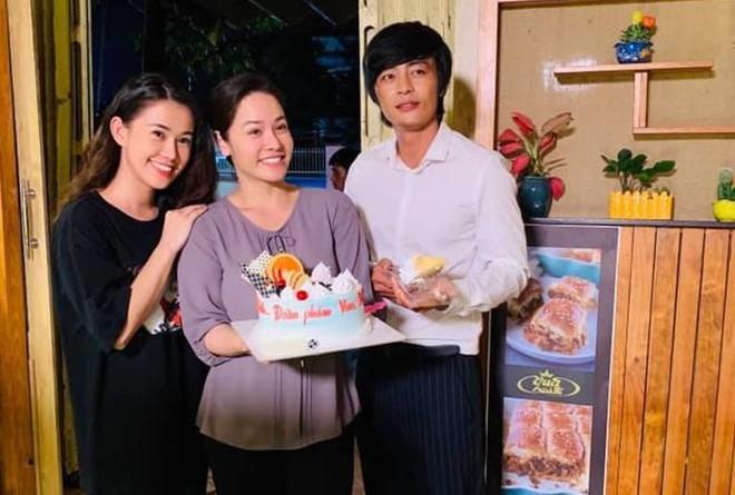 Nhật Kim Anh đón tuổi mới ở phim trường sau vụ bị trộm 5 tỷ