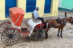 Nghe tiếng vó ngựa lóc cóc trên con đường đá cuội ở Cuba