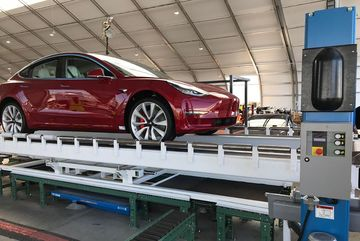 Tesla đổ bể hợp đồng 5 triệu EURO vì giao xe kém chất lượng