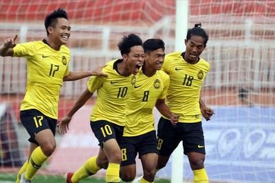 """U18 Malaysia vào chung kết sau màn rượt đuổi """"điên rồ"""""""
