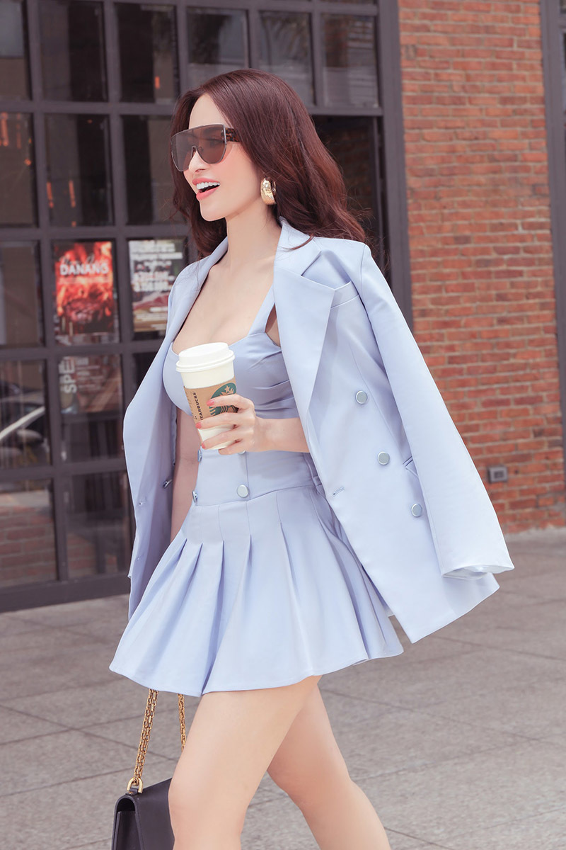 Princess Ngọc Hân xuống phố thanh lịch với trang phục màu pastel