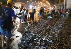 Xe tải lật ngang, gần 3 tấn cá rô bò lổn nhổn trên đường Sài Gòn
