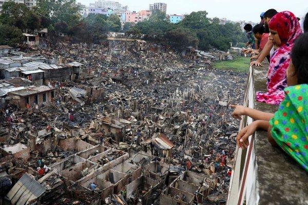 Khu ổ chuột Bangladesh cháy, thiêu rụi nhà hàng ngàn người