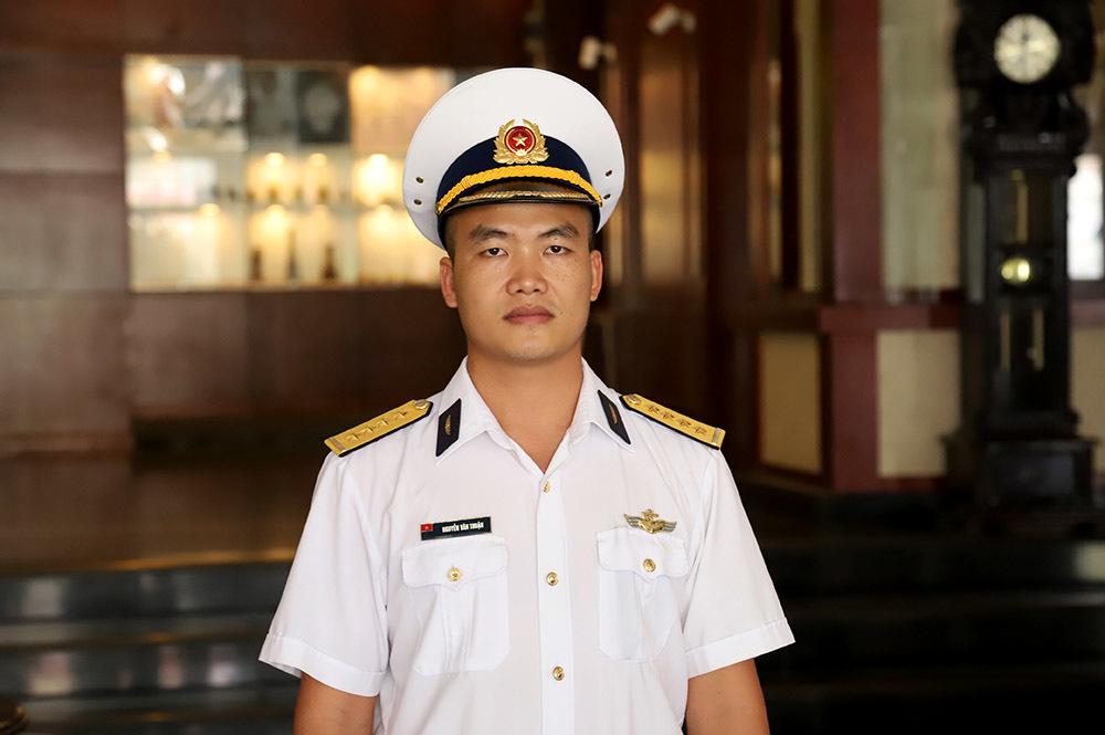 Chàng phi công đầu tiên lái thủy phi cơ qua 5 quốc gia về Việt Nam