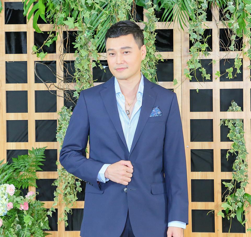Ca sĩ Quang Vinh thổ lộ dính 'tiếng sét ái tình'