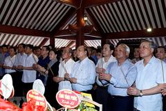 Thủ tướng và Chủ tịch QH dâng hương tưởng niệm Chủ tịch Hồ Chí Minh