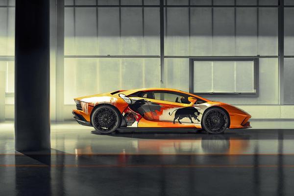 Siêu xe Lamborghini Aventador S được vẽ sơn vỏ hoàn toàn thủ công