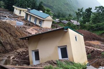 Children in flood-hit areas struggle to go to school