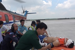 Trực thăng bay xuyên đêm đưa chiến sĩ gặp nạn từ đảo Sơn Ca vào đất liền