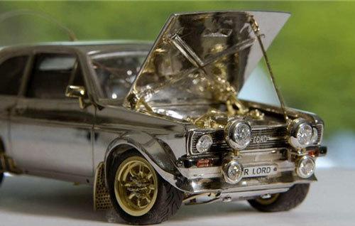 'Siêu xe' Ford Escort bằng vàng và kim cương