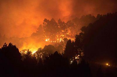 Hình ảnh cháy rừng nghiêm trọng ở Tây Ban Nha, hàng ngàn người sơ tán