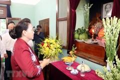 Chủ tịch QH dâng hương, tưởng niệm Chủ tịch Hồ Chí Minh