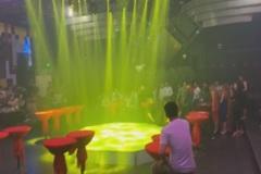 Hàng trăm thanh niên vứt ma túy khi công an đột kích quán bar