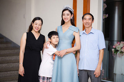 Hoa hậu Lương Thùy Linh trong vòng tay gia đình và người dân Cao Bằng